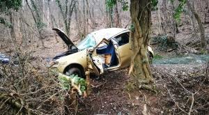 Avigliana, carambola tra gli alberi di via Grignetto: grave un automobilista