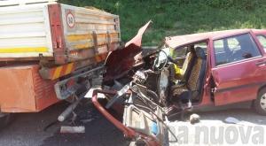 Beinasco, si schianta contro camion fermo in corsia di emergenza