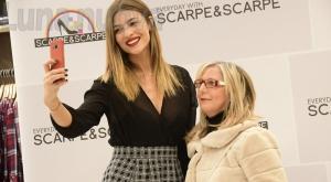 Avigliana, bagno di folla per Cristina Chiabotto, madrina da Scarpe & Scarpe