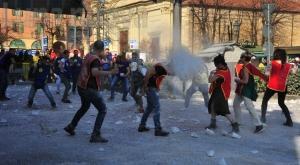 Giaveno, il carnevale raddoppia: successo della sfilata dei carri in notturna