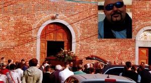 Collegno, morto dopo una tonsillectomia: chiesa stracolma per i funerali