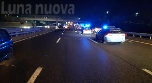 Dramma a Rivoli: muore travolto in autostrada
