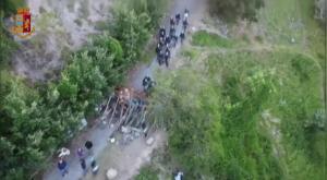 Mulini di Clarea: la ruspa della polizia rimuove le barricate No Tav