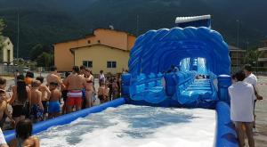 """S.Antonino: impazza il maxi-scivolo di """"piazza della Pace beach"""""""