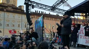 Torino No Tav: l'intervento di Alberto Perino dal palco di piazza Castello