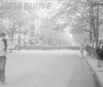 A Camera gli scatti ritrovati di Philippe Gras sul '68 parigino