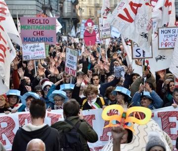 I No Tav invadono il salotto di Torino: «Il tunnel non è mediabile»